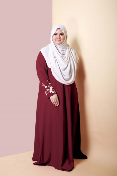 ALEESA EMBROIDERED JUBAH  - MAROON